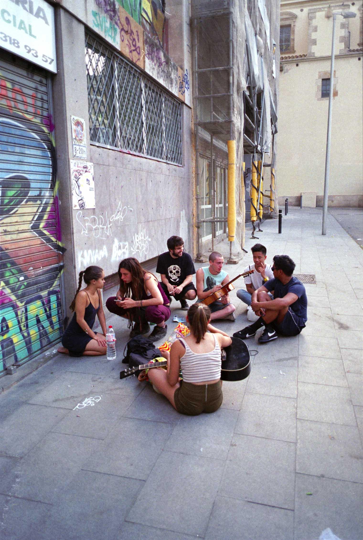 Barcelona, pandilla, Plaza castilla, guitarra