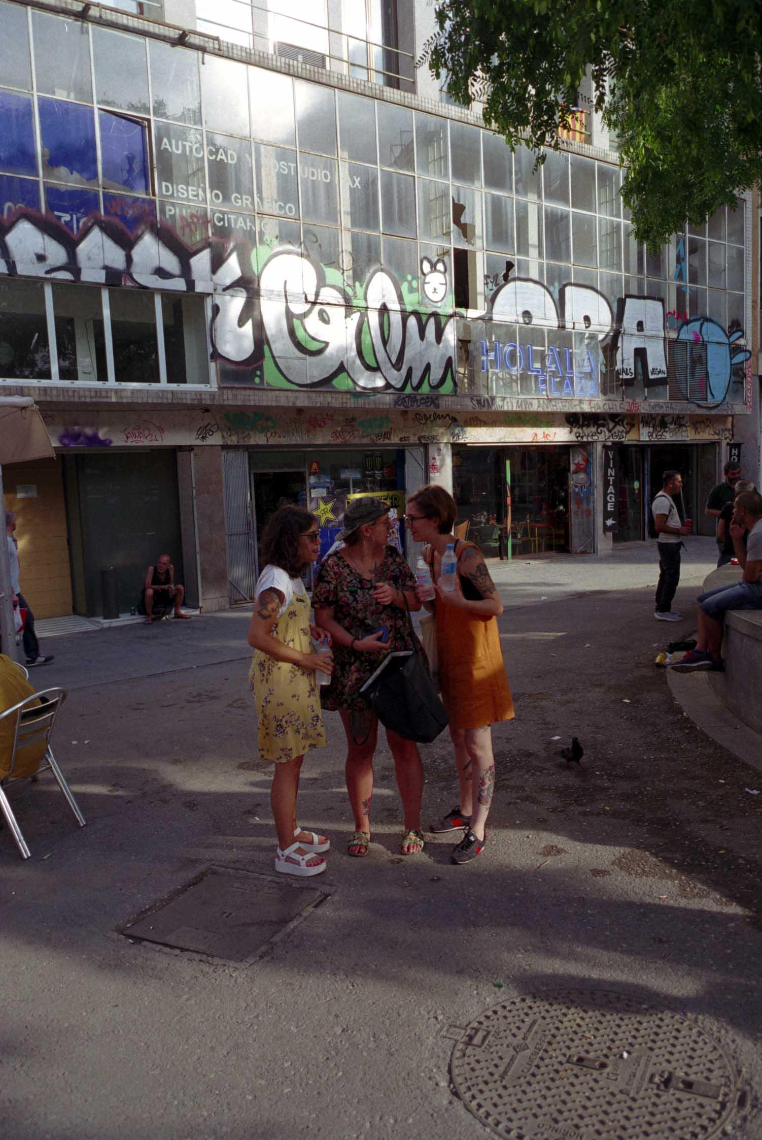 Barcelona, plaza Castilla, señoras