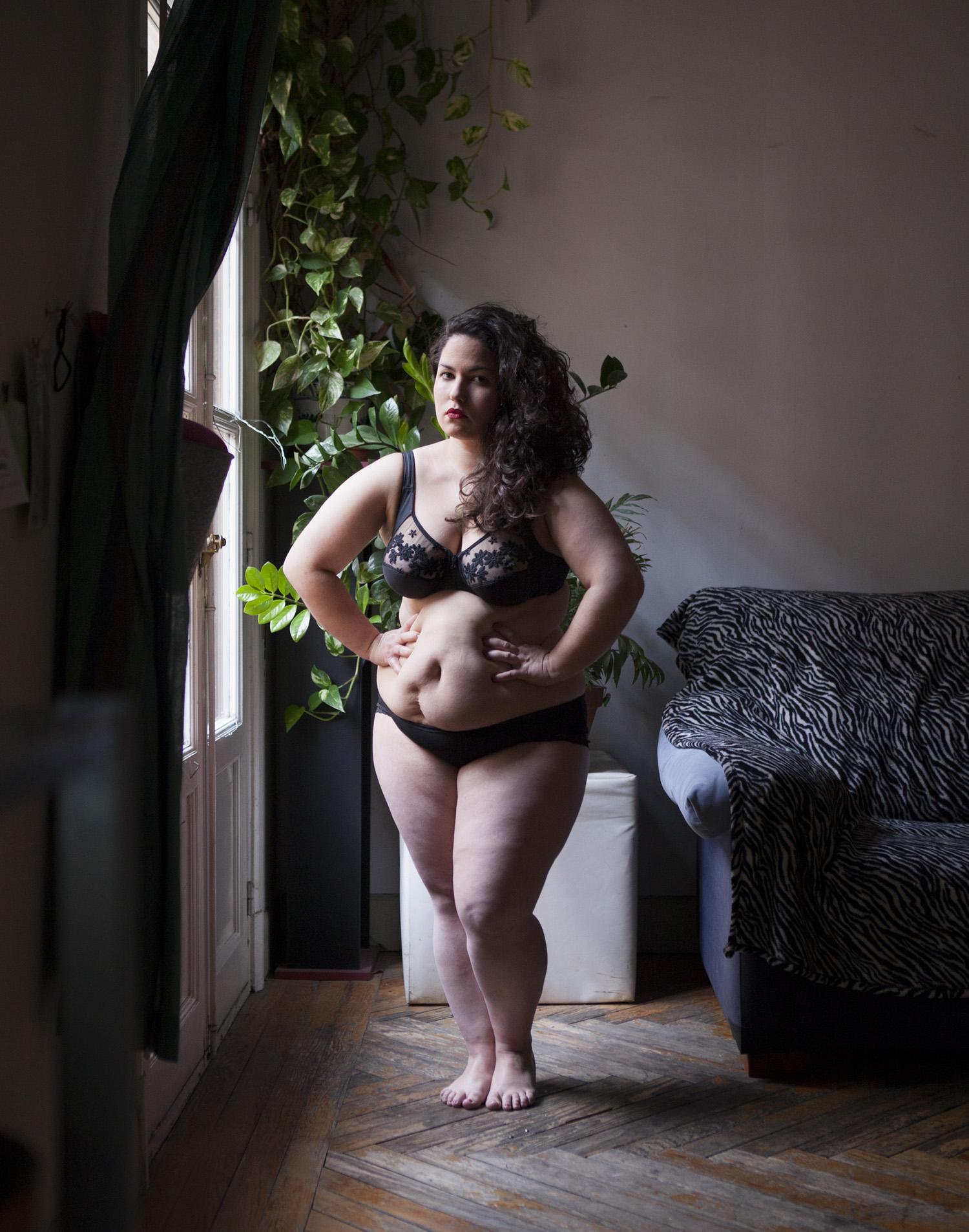 maria_artiaga_07, parquet, planta, sofa, lenceria, mujer